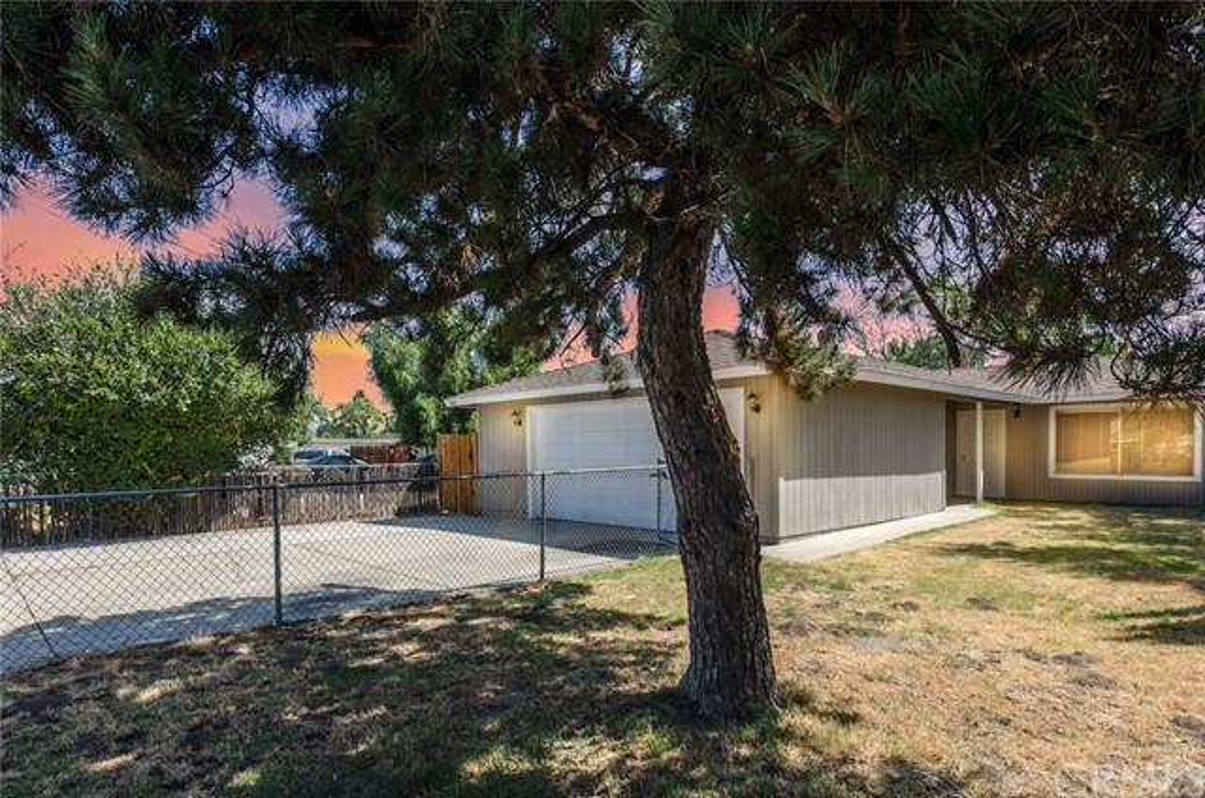 7389 Victoria Avenue, Highland CA: http://media.crmls.org/medias/b5282e4f-1da9-4a49-a6f0-6c22915b8808.jpg