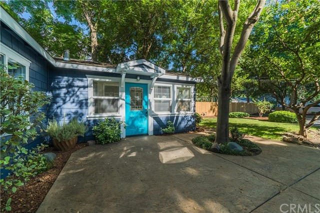 925 Pomona Avenue, Chico CA: http://media.crmls.org/medias/b53062fd-3482-449b-a993-01b084ce530c.jpg
