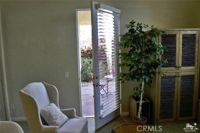 5 Varsity Circle, Rancho Mirage CA: http://media.crmls.org/medias/b553ce9a-03fe-40f1-a3f3-0b67783a9d74.jpg