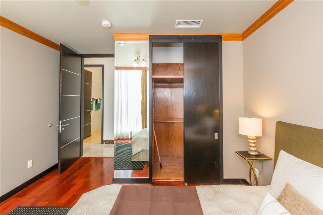 702 S SERRANO Avenue, Los Angeles CA: http://media.crmls.org/medias/b558410a-5a80-4765-be47-86560bb95f26.jpg