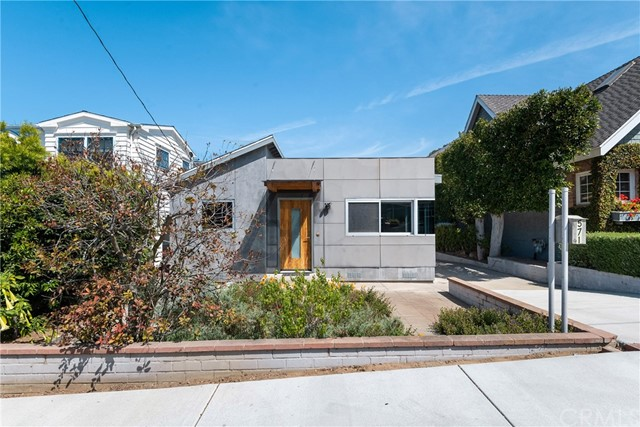 571 33rd Street, Manhattan Beach, California 90266, 2 Bedrooms Bedrooms, ,2 BathroomsBathrooms,Single family residence,For Sale,33rd,SB21059997