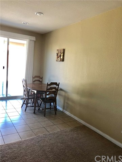 14968 Onyx Road, Victorville CA: http://media.crmls.org/medias/b5887498-ba6c-4da6-bca3-a15d6531ccb8.jpg
