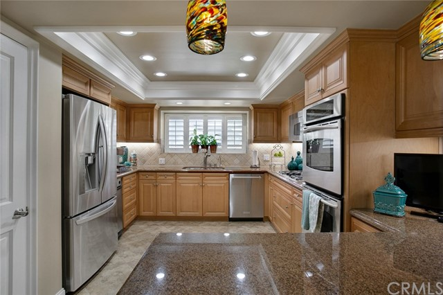 32041 Point Place, Laguna Beach CA: http://media.crmls.org/medias/b59215f7-c0d5-49fa-a7a1-873209024d57.jpg