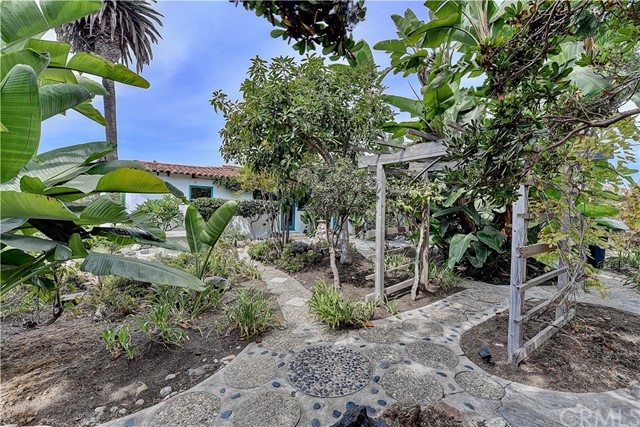 222 W Mariposa, San Clemente CA: http://media.crmls.org/medias/b59c6afa-9ade-454d-babd-87a73ef17839.jpg