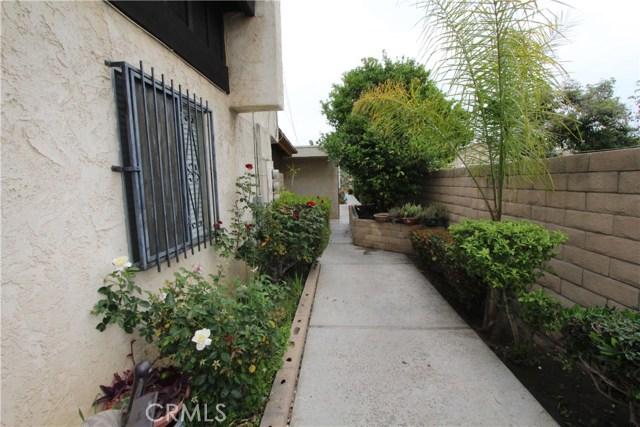 5951 Corona Avenue, Huntington Park CA: http://media.crmls.org/medias/b5a00aae-0560-46b6-9d6c-4fe02a385db1.jpg