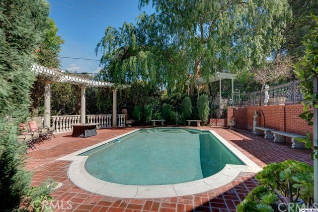 874 Highland Drive, La Canada Flintridge CA: http://media.crmls.org/medias/b5c3ad75-25a2-4395-9d9d-432c6e2376a8.jpg