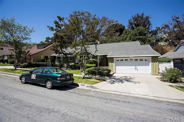 Single Family Home for Rent at 4065 Fairway Boulevard View Park, California 90043 United States
