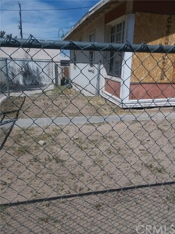 Detail Gallery Image 1 of 4 For 109 W Fredricks St, Barstow,  CA 92311 - 2 Beds   1 Baths