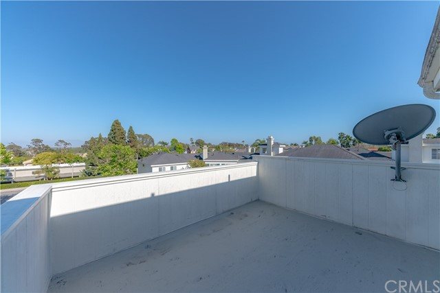 18765 Chapel Lane, Huntington Beach CA: http://media.crmls.org/medias/b5fc44dc-1572-4d3d-bb8f-286c0145fd84.jpg