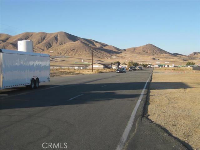 Additional photo for property listing at 75 Rosamond Rosamond, California United States