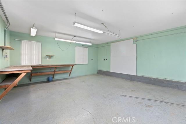 324 W Kendall Street, Corona CA: http://media.crmls.org/medias/b6a68fcf-deae-49bf-9c0e-4ff8112c1f28.jpg