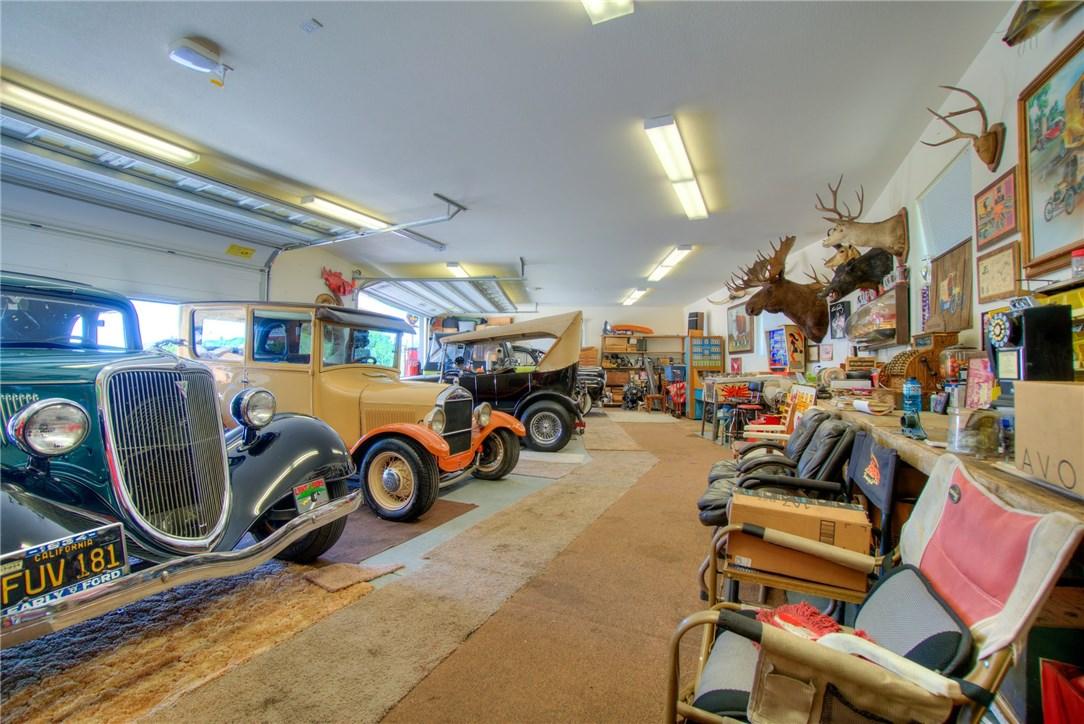 10827 Skyview Drive, Kelseyville CA: http://media.crmls.org/medias/b6c287c1-e988-4bef-b054-c41b881bdf31.jpg