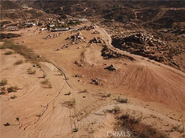 25050 El Toro Road, Perris CA: http://media.crmls.org/medias/b6c3da95-6bb4-4c3d-acf6-71b66f94f019.jpg