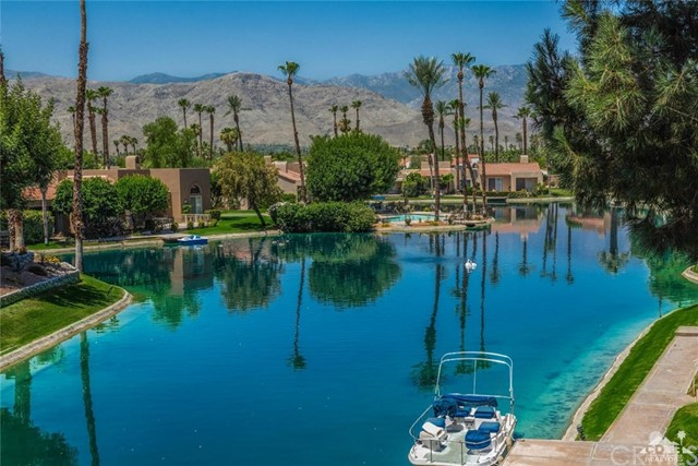 186 Desert Lakes Drive, Rancho Mirage CA: http://media.crmls.org/medias/b6d7e22d-a506-4099-92ac-3154412fe606.jpg