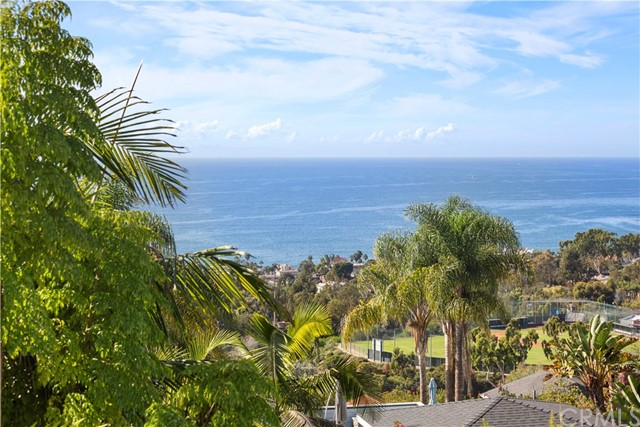 880 Coast View Drive, Laguna Beach CA: http://media.crmls.org/medias/b6dbc1c0-8bae-4d89-ba90-4f31acca4f41.jpg