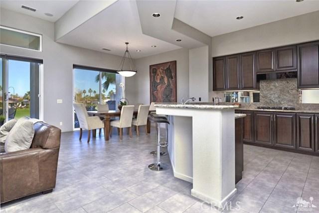 670 Mesa Grande Drive, Palm Desert CA: http://media.crmls.org/medias/b6e899e9-eb58-4d28-b85f-76d28364039b.jpg