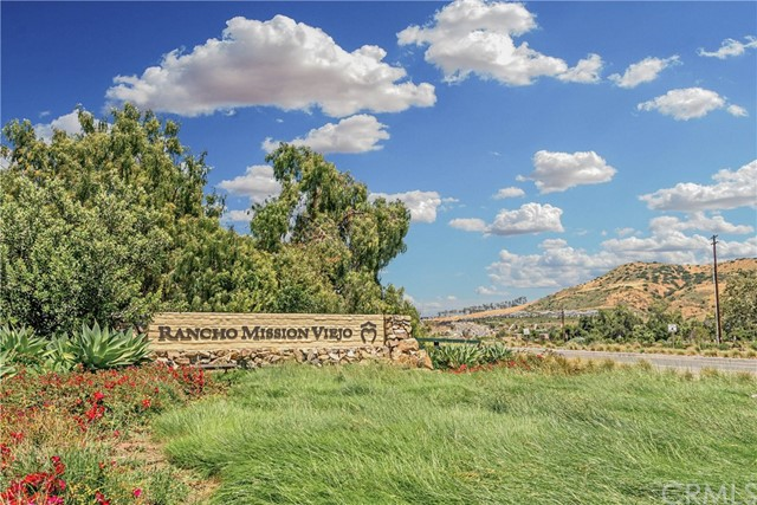 21 Rollizo Street, Rancho Mission Viejo CA: http://media.crmls.org/medias/b6fb4aa8-8792-448e-b188-b6bd51e2b55d.jpg
