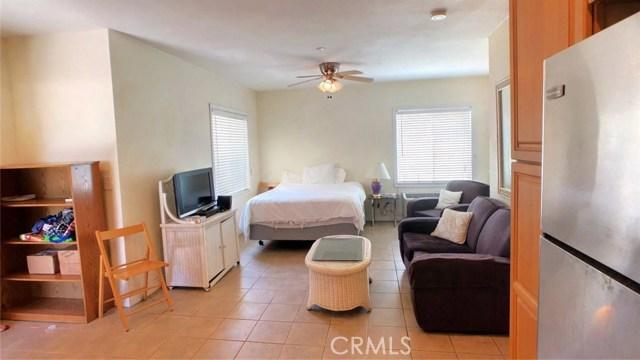 212 Catalina Avenue, Avalon CA: http://media.crmls.org/medias/b707894b-87e8-49c8-934c-df79fc4650ff.jpg