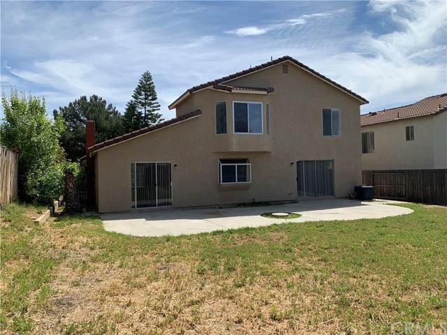 12533 Broadleaf Lane, Moreno Valley CA: http://media.crmls.org/medias/b707b0fa-2f5f-4272-b853-737687c85ef1.jpg