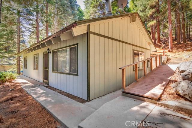 26574 Lake Forest Drive, Twin Peaks CA: http://media.crmls.org/medias/b72b1244-e0cc-4910-88a4-6936120e81e7.jpg