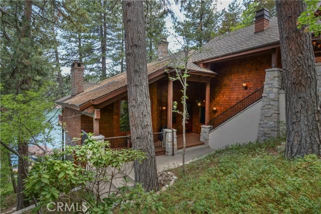 27433 N Bay Road, Lake Arrowhead CA: http://media.crmls.org/medias/b736a074-8eb3-4328-9618-6fee6e175c6b.jpg