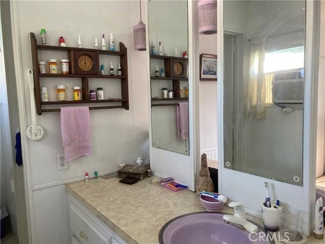 305 N Jade Cove, Long Beach CA: http://media.crmls.org/medias/b76744ea-586b-4f06-9c7b-b1ca4667cc7a.jpg