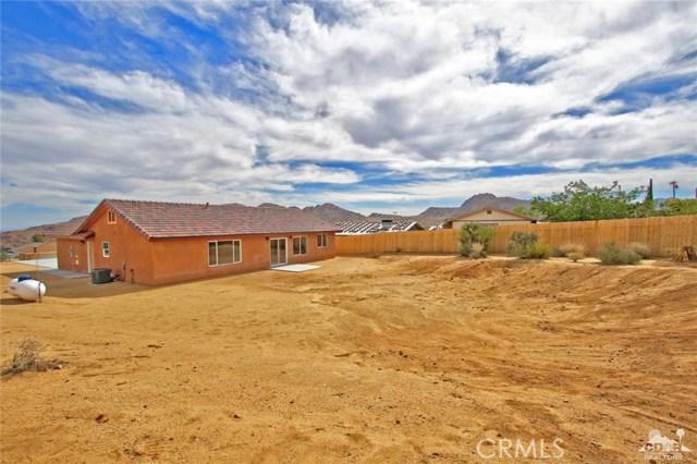 61755 Navajo, Joshua Tree CA: http://media.crmls.org/medias/b79abec6-f206-4710-9107-23afe5e635a8.jpg