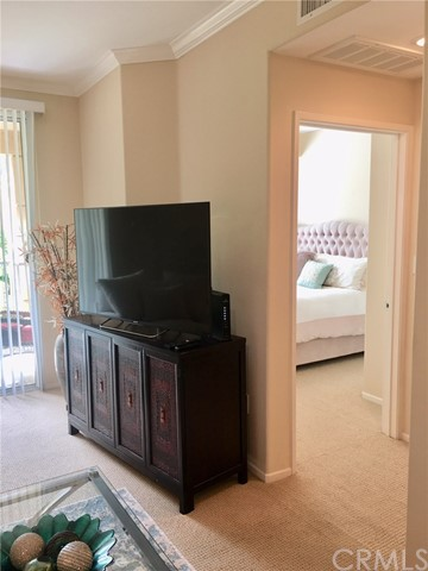 3325 Watermarke Place, Irvine CA: http://media.crmls.org/medias/b7a9272f-3518-40c3-9dd1-a097a88b90c5.jpg