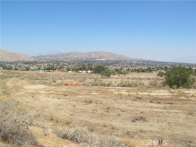 11275 Eagle Rock Road, Moreno Valley CA: http://media.crmls.org/medias/b7ab94d7-ec4c-4dd1-ac6d-98bb56a825a4.jpg