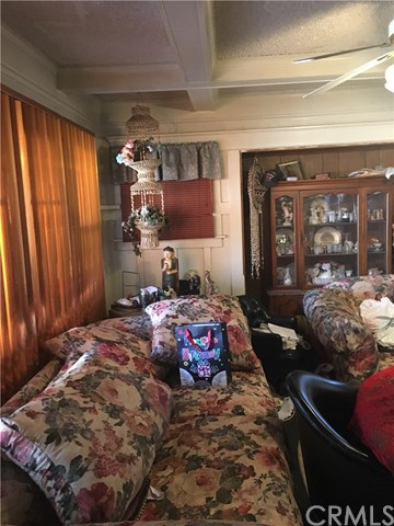 5708 11th Avenue, Los Angeles CA: http://media.crmls.org/medias/b7c61dd4-3445-4aa3-b601-2bc8d16df963.jpg