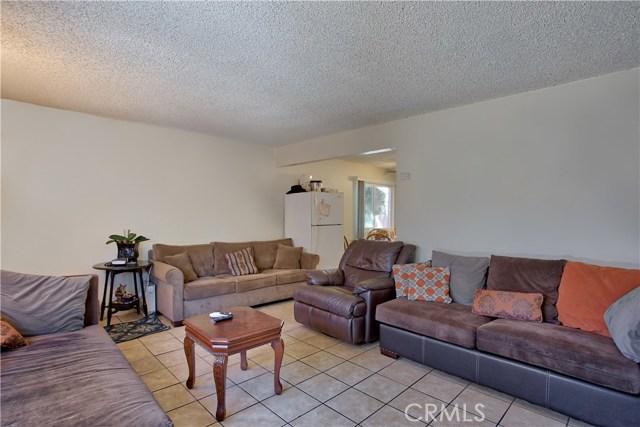 2077 Wallace Avenue, Costa Mesa CA: http://media.crmls.org/medias/b7c7670a-f0cd-4451-9dcd-e4998a23df00.jpg