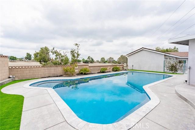 1730 La Mesa Oaks Drive, San Dimas CA: http://media.crmls.org/medias/b7eb71ad-4d4a-4305-b1f3-3f466fb2c6cb.jpg