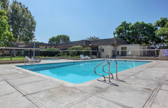 18260 Arches Court, Fountain Valley CA: http://media.crmls.org/medias/b805354c-c2dd-480f-b8ad-46a9fb5fa1bc.jpg