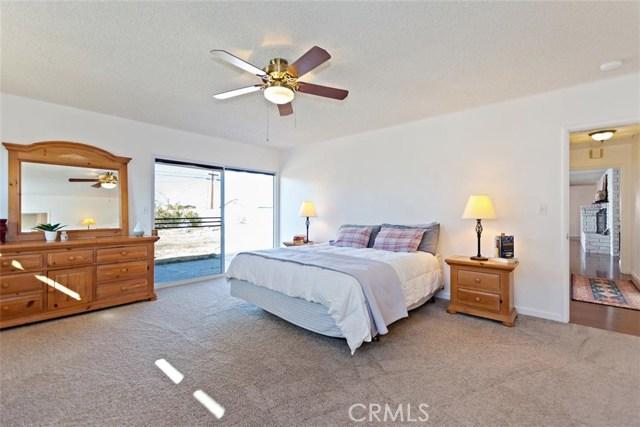 16498 Villa Drive, Victorville CA: http://media.crmls.org/medias/b8138623-648d-4de8-8f71-f71706ebe6ef.jpg