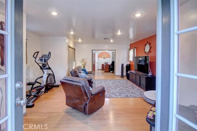 607 Royce Street, Altadena CA: http://media.crmls.org/medias/b817e4cf-775c-4c9e-a5a3-85029a7d9ac9.jpg