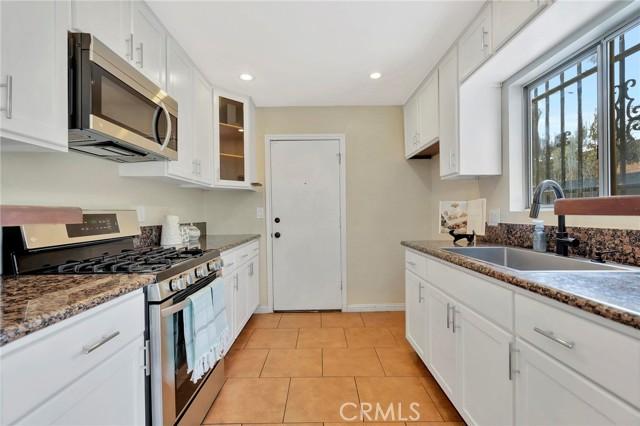 850 E 116th Place, Los Angeles CA: http://media.crmls.org/medias/b85a58a5-8870-4791-b069-b95862756a35.jpg