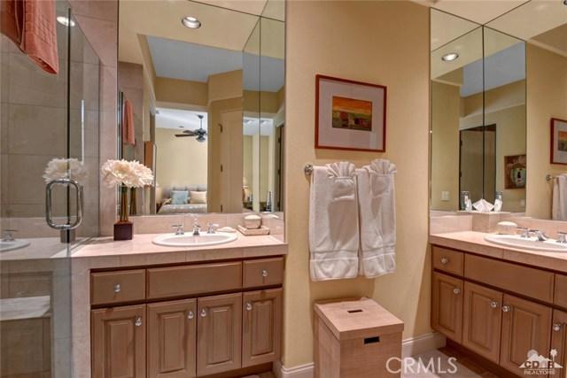 49170 Rancho Pointe, La Quinta CA: http://media.crmls.org/medias/b87d7694-7698-40c2-a916-b0289a554bc6.jpg