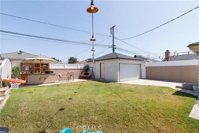 6017 Eberle Street, Lakewood CA: http://media.crmls.org/medias/b889b76d-8c79-4484-81ea-fd8fec7637b6.jpg