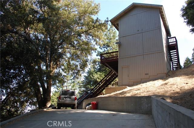 25105 Jewel Drive, Crestline CA: http://media.crmls.org/medias/b897745e-e30d-4e3a-989d-958d81c9458e.jpg