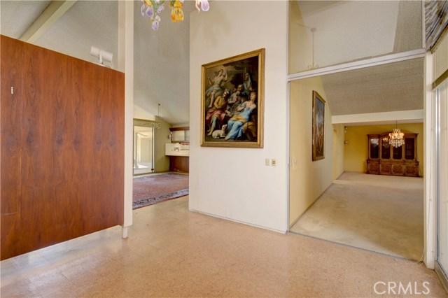 1420 El Mirador Avenue, Long Beach CA: http://media.crmls.org/medias/b8a6f436-299a-479c-a3d1-5384a3329123.jpg