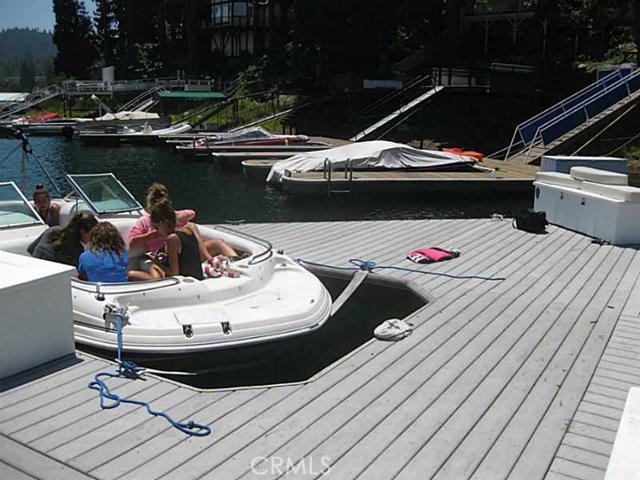 27443 N Bay Road, Lake Arrowhead CA: http://media.crmls.org/medias/b8af9ee2-559a-4d78-8d4c-4f45695d931d.jpg