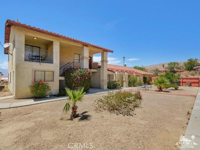 68075 Calle Bolso, Desert Hot Springs CA: http://media.crmls.org/medias/b8b47f00-9d7d-4006-8844-ba4b46b6f920.jpg