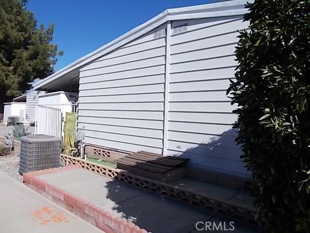 965 W Johnston Avenue, Hemet CA: http://media.crmls.org/medias/b8c1d55a-c86b-4e10-83a9-bd44fc7e6ee4.jpg