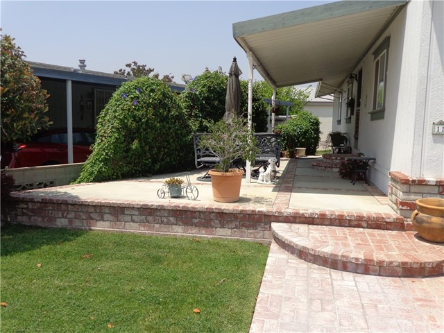1251 E Lugonia Avenue, Redlands CA: http://media.crmls.org/medias/b8dbea4a-8f61-4f67-9728-61e787c2146b.jpg