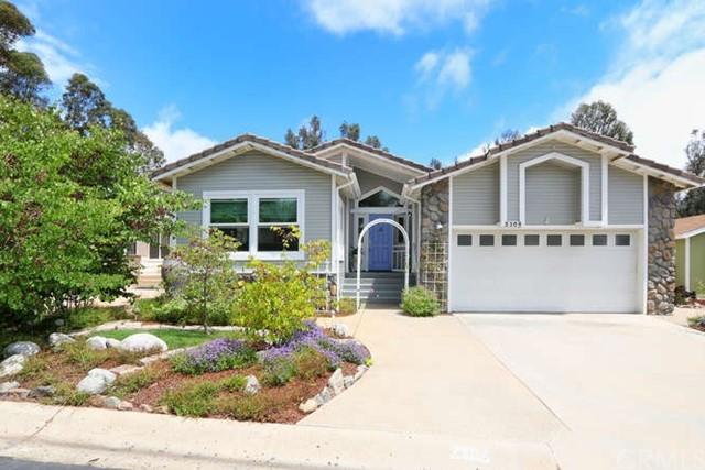 Detail Gallery Image 1 of 1 For 2304 Azure Ln, Vista, CA 92081 - 3 Beds | 2 Baths