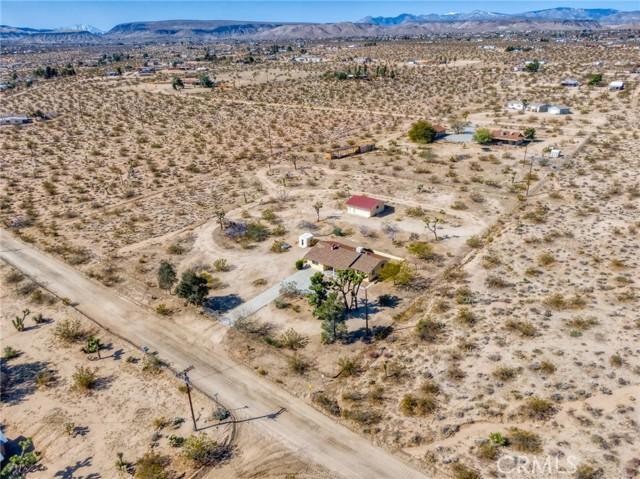 230 Delgada Avenue, Yucca Valley CA: http://media.crmls.org/medias/b905c018-4143-4ac4-955f-b3651d180cc9.jpg