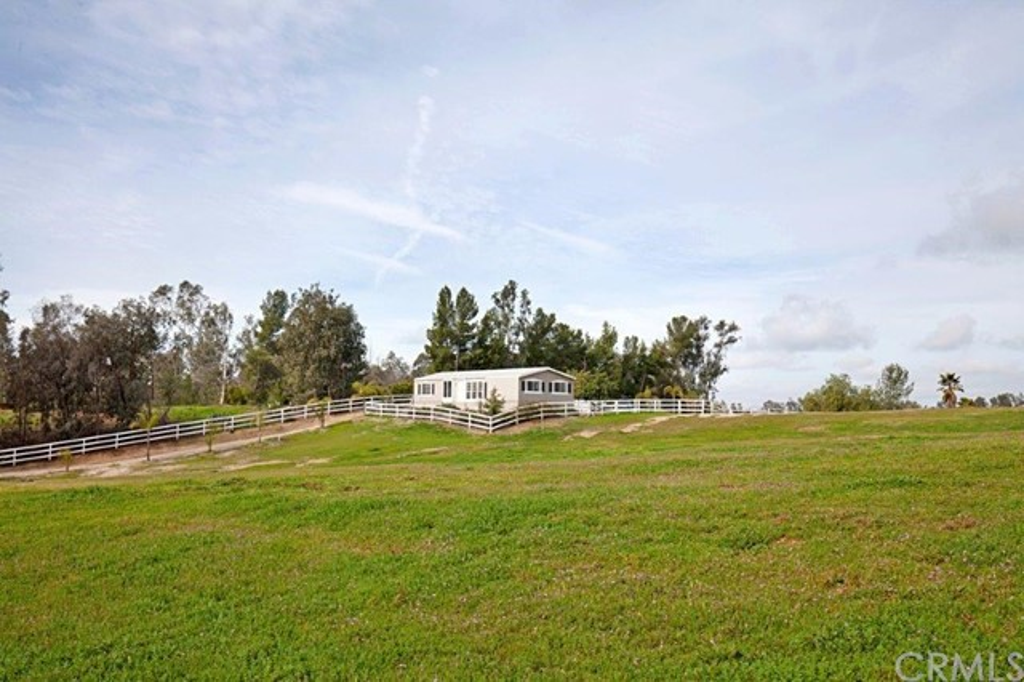 36850 Glenoaks Road  Temecula CA 92592