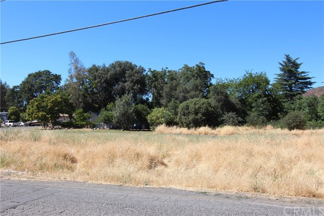 13261 Country Club Drive, Clearlake CA: http://media.crmls.org/medias/b912e1c4-35a8-4939-9039-dec2c48856fa.jpg