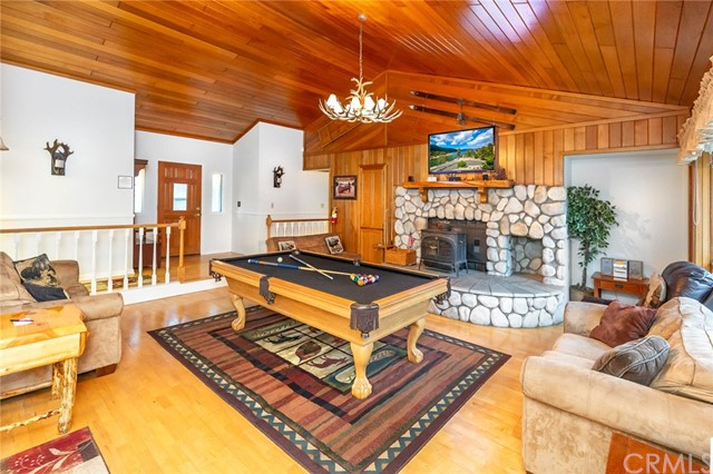 42355 Heavenly Valley Road, Big Bear CA: http://media.crmls.org/medias/b92a3950-4231-4619-a258-81c7c82386a0.jpg