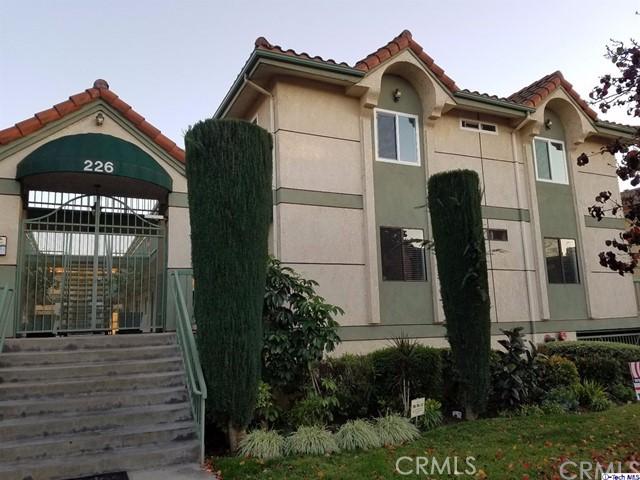 226 W Tujunga Avenue, Burbank CA: http://media.crmls.org/medias/b9402304-79a9-4ae2-ad03-9fc88e39961e.jpg